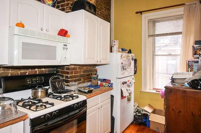 12 East Springfield Street-small-026-Kitchen-666x443-72dpi