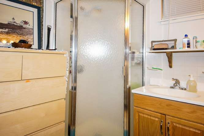12 East Springfield Street-small-040-Bathroom-666x443-72dpi